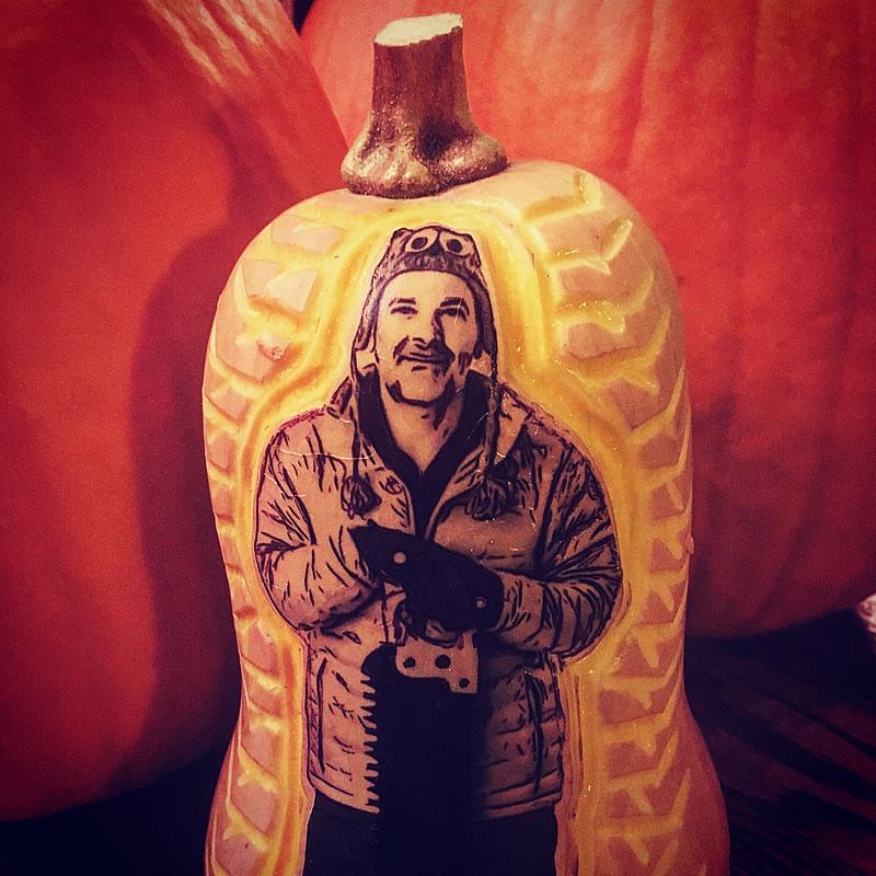 dave-rothstein-pumpkin-carving-self-portrait-butternut-squash